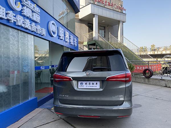 万博manbext官网网页汽车租赁公司 银灰色 别克GL8 商务车出租